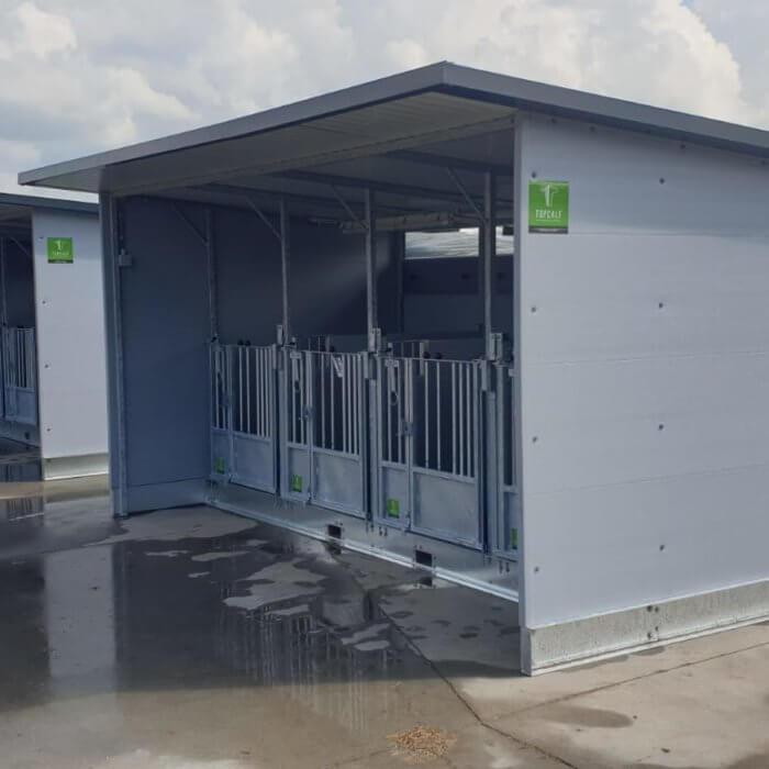 Quattro Kälberboxen in Friesland geliefert